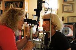 בדיקת גלגל העין במכשיר